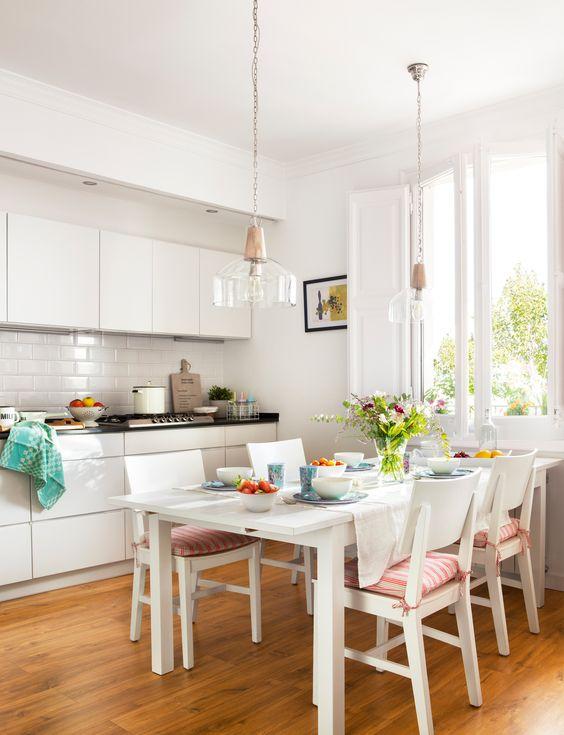Tipos de mesas de cocina. Mesa de cocina rectangular
