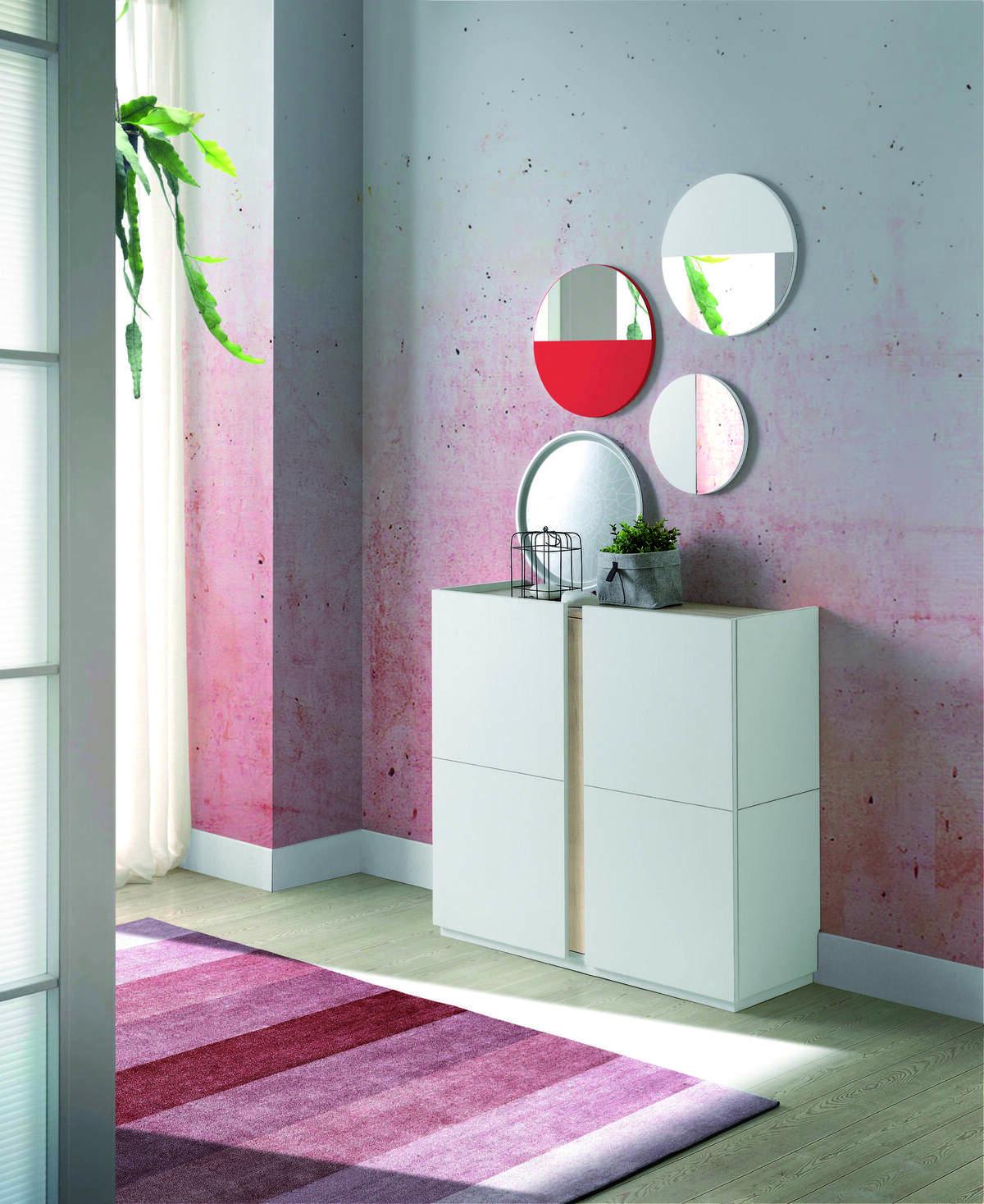 45 – Zapatero moderno con gran espacio de guardado en su interior que solucionará de manera eficiente tus problemas de orden. 95 x 90 x 35 cm. espejos 30 x 30 x 1,3 cm. y 40 x 40 x 1,3 cm.