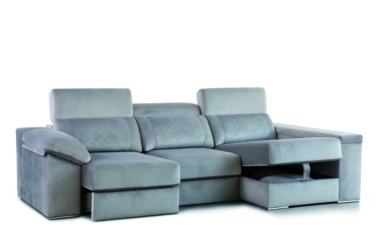 13 – Es fácil llevar la elegancia y el confort a cualquier estancia de tu hogar gracias a este sofá con chaise longue que dispone de asientos con sistema deslizante, cabezales reclinables y cómodos espacios de guardado en brazo y chaise longue. 290 x 155 cm. (3 asientos 77) cm.