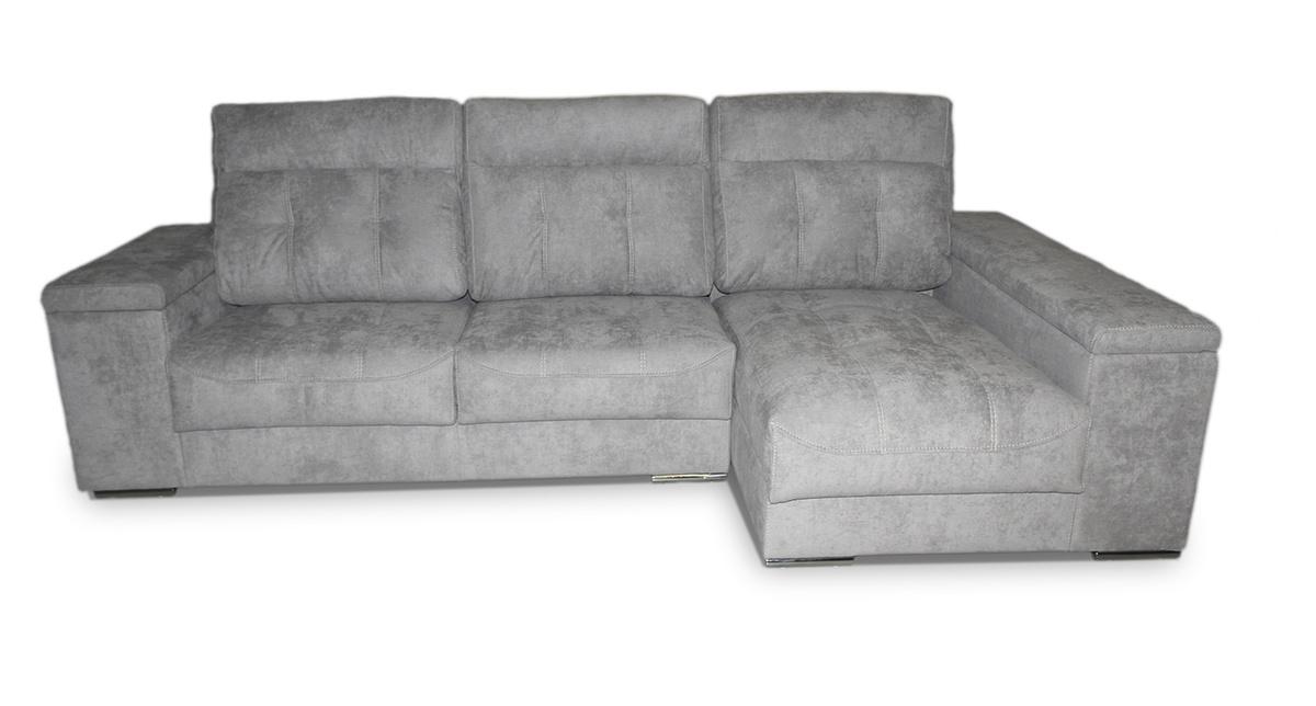 21 – Este sofá destaca por su actual diseño acabado en patas metálicas, su cómoda chaise longue, los funcionales espacios de guardo y una sentada que te hará disfrutar de grandes momentos de descanso. 270 x 160 cm.