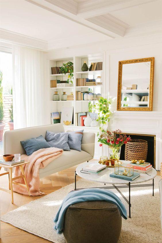 sofá con estanteria